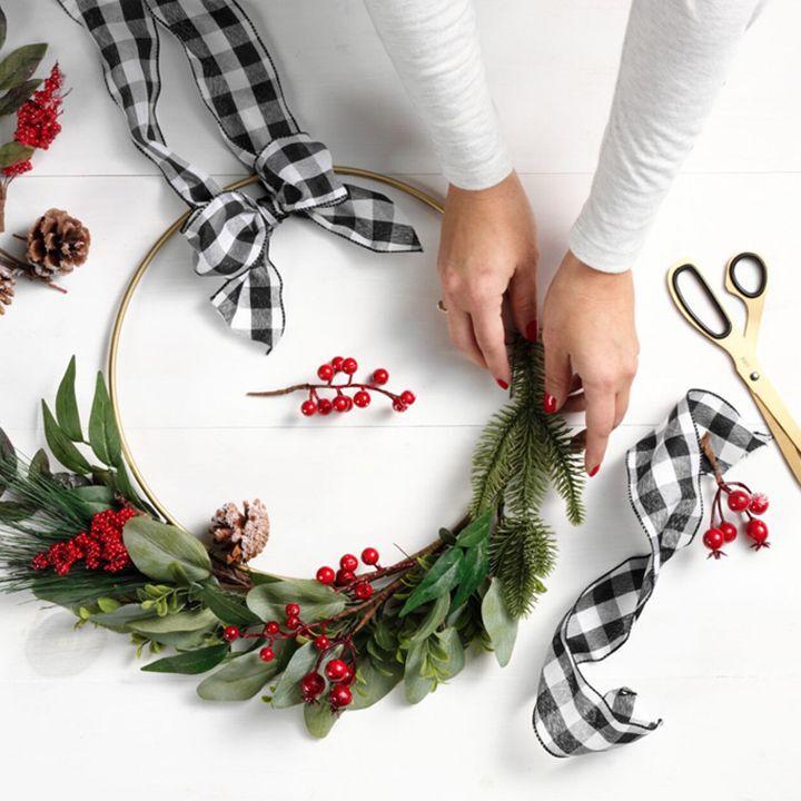 diy holiday wreath thumbnail