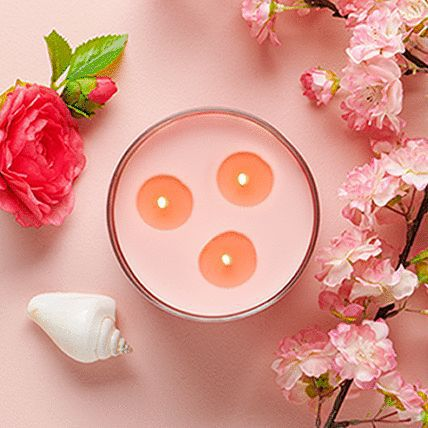 3 wick candle with decorative item